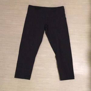 Lululemon black crop leggings 6
